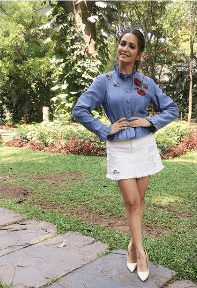 Kriti Kharbanda Denim Jacket Stylish Pics Online