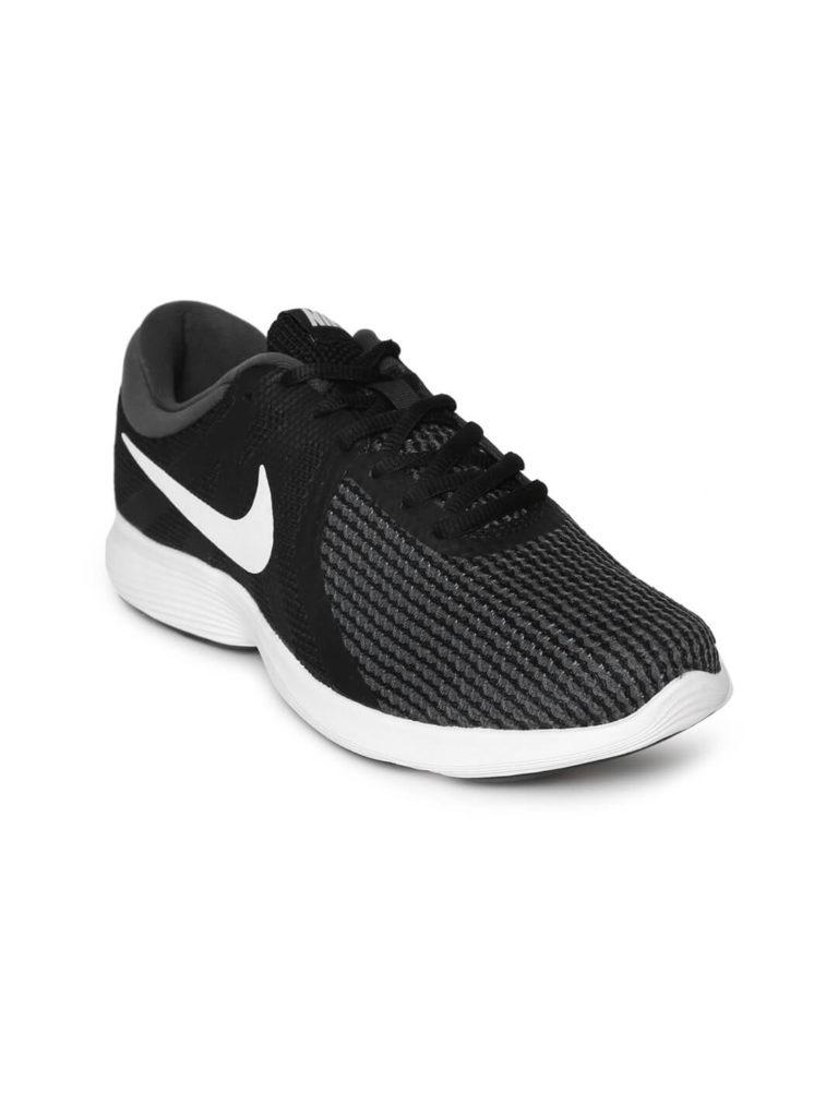 Nike Black and white women running shoe | Running Women Shoes Style